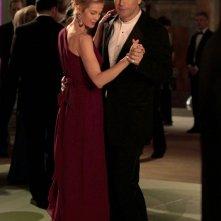 Lily (Kelly Rutherford) e William (William Baldwin) danzano assieme nell'episodio Ex-Husbands and Wives di Gossip Girl
