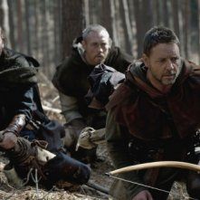 Russell Crowe, Kevin Durand e Scott Grimes nel film Robin Hood