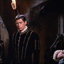 Vincent Price con John Kerr e Luana Anders in una scena del film Il pozzo e il pendolo