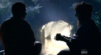 Allison Janney e Mark Pellegrino in una scena di Attraverso il mare, dalla sesta stagione di Lost
