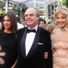 Cannes 2010: Elsa Zylberstein e Arielle Dombasle con il ministro della cultura francese Frédéric Mitterran