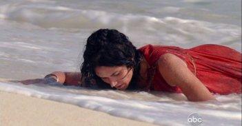Lela Loren in una scena di Attraverso il mare, dalla sesta stagione di Lost