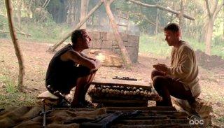Mark Pellegrino e Titus Welliver in una scena di Attraverso il mare, dalla sesta stagione di Lost