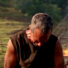 Titus Welliver in una scena di Attraverso il mare, tratta dalla sesta stagione di Lost