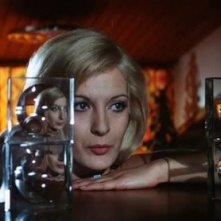 Anna Maria Rosati in una scena del film Reazione a catena di Mario Bava