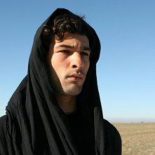 Nicolas Cazalé in una scena del film Chaotica Ana