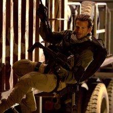 Bradley Cooper in missione in una sequenza del film The A-Team