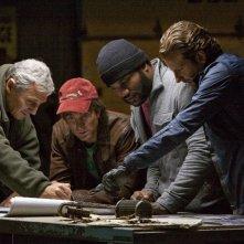Liam Neeson, Sharlto Copley, Quinton 'Rampage' Jackson e Bradley Cooper studiano il piano nel film A-Team