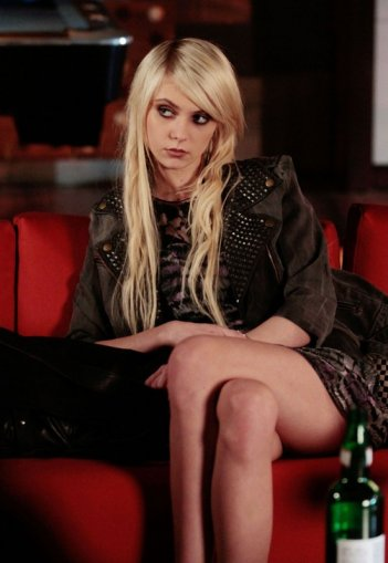 Taylor Momsen in una scena dell'episodio Last Tango, Then Paris di Gossip Girl