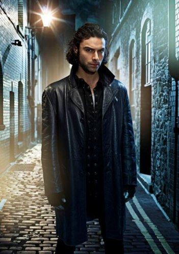 Aidan Turner è Mitchell in una foto promozionale della seconda stagione di Being Human