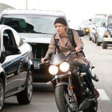 Angelina Jolie in azione nel film Salt