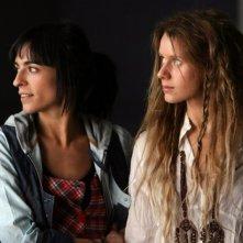 Bebe e Manuela Vellés in una sequenza del film Caotica Ana