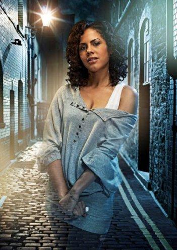 Lenora Crichlow è annie in una foto promozionale della seconda stagione di Being Human