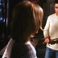Anna Maria Rosati (di spalle) e Claudio Camaso in una scena del film Reazione a catena di Mario Bava