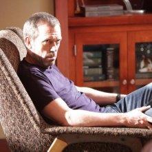 Hugh Laurie in una scena di Baggage dalla sesta stagione di Dr. House: Medical Division