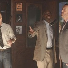 Jesse Spencer, Omar Epps e Hugh Laurie in una scena di The Choice, dalla sesta stagione di Dr. House: Medical Division