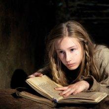 Lotte Flack è Johanna da piccola nel film La Papessa
