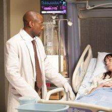 Omar Epps in una scena di Open and Shut dalla sesta stagione di Dr. House: Medical Division