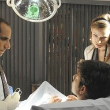 Peter Jacobson e Olivia Wilde in una scena di The Choice dalla sesta stagione di Dr. House: Medical Division