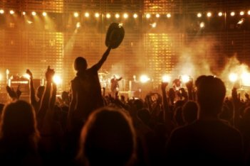 Un'immagine dei fan degli U2 nel film U2 3D