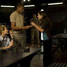 Alaina Kalanj, Jeffrey Bowyer-Chapman e Kathleen Munroe nell'episodio Sabotage di Stargate Universe