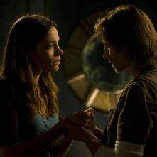 Amanda (Kathleen Munroe) e Rush (Robert Carlyle) faccia a faccia nell'episodio Sabotage di Stargate Universe