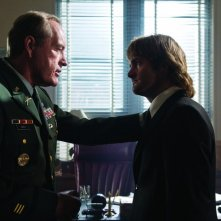 Powers Boothe e Will Forte in una scena del film MacGruber