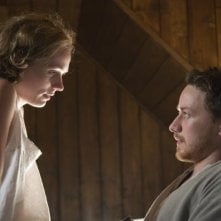 Kerry Condon e James McAvoy in una scena del film The Last Station