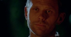Mark Pellegrino in una scena di Per cosa sono morti dalla sesta stagione di Lost