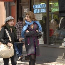 Zoe Kazan e Nia Vardalos in un'immagine del film I Hate Valentine's Day