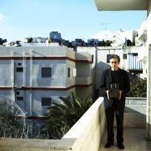 Il regista Elia Suleiman in un'immagine del suo film autobiografico The Time That Remains
