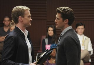 Bryan (Neil Patrick Harris) faccia a faccia con Will (Matthew Morrison) nell'episodio Dream On di Glee