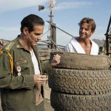 Il Generale Tuco (Yul Vazquez) e Faceman (Bradley Cooper) nel film The A-Team