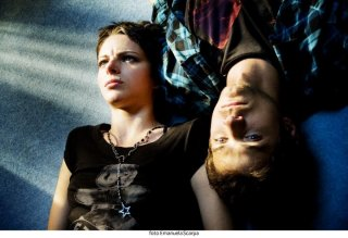 Agnese Claisse ed Emanuele Bosi in una scena del film Una canzone per te