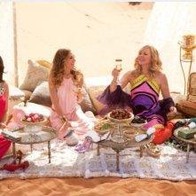 Charlotte (Kristin Davis), Carrie (Sarah Jessica Parker), Samantha (Kim Cattrall) e Miranda (Cynthia Nixon) in Medioriente per Sex and the City 2
