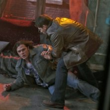 Jared Padalecki e Jensen Ackles in una scena dell'episodio Swan Song di Supernatural