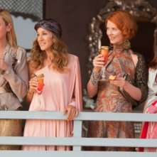 Samantha (Kim Cattrall), Carrie (Sarah Jessica Parker), Miranda (Cynthia Nixon) e Charlotte (Kristin Davis) negli Emirati Arabi Uniti per il film Sex and the City 2