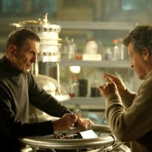 Leonard Nimoy e John Noble nell'episodio Over There: Part 2 di Fringe