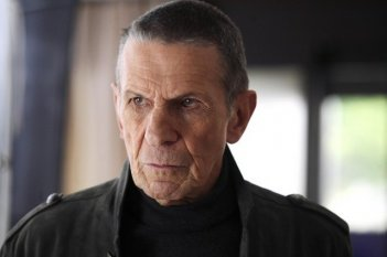 Leonard Nimoy nei panni di William Bell nell'episodio Over There: Part 2 di Fringe