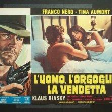 Tina Aumont e Franco Nero in una lobbycard de L'uomo, l'orgoglio e la vendetta