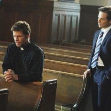V: Joel Gretsch e Scott Wolf in un momento dell'episodio Hearts and Minds