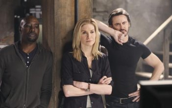 V: Morris Chestnut, Charles Mesure e Elizabeth Mitchell nell'episodio Hearts and Minds