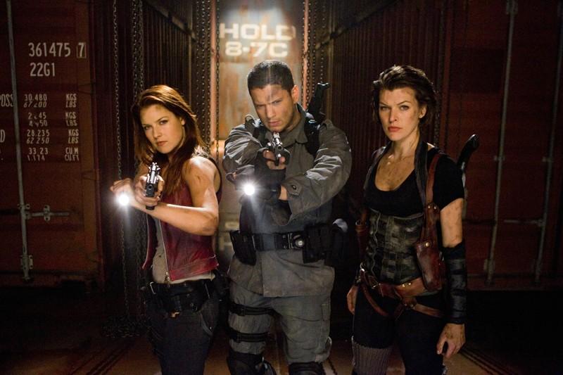 Ali Larter (Claire Redfield), Wentworth Miller (Chris Redfield) e Milla Jovovich (Alice) in una scena del film Resident Evil: Afterlife
