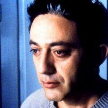 Primo piano di Elia Suleiman dal suo film autobiografico The Time That Remains