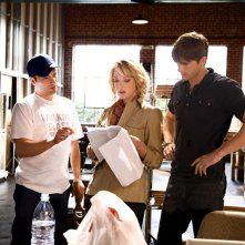 Il regista Robert Luketic, Katherine Heigl e Ashton Kutcher sul set del film Killers