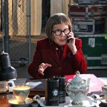 Henrietta 'Hetty' Lange (Linda Hunt) in una scena dell'episodio Burned di NCIS: Los Angeles