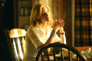 Breaking Bad: Anna Gunn in una scena dell'episodio Green Light