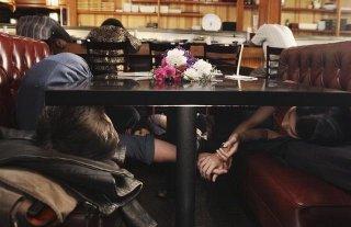 FlashForward: Zachary Knighton e Yuko Takeuchi in un momento dell'episodio Future Shock