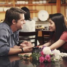 FlashForward: Zachary Knighton e Yuko Takeuchi in una scena dell'episodio Future Shock