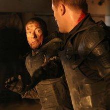 Jean-Claude Van Damme e Dolph Lundgren in una scena del film Universal Soldier: Regeneration